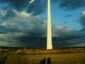 105944spacer_sladami_wiatru_-jeden_z_trzech_wiatrakow_elektrowni_wiatrowej_w_beleniu